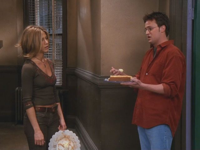 Friends | 711 | Chandler and Rachel divvy up the cheesecake