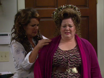Mike & Molly | 223 | SNAFU at the hair salon