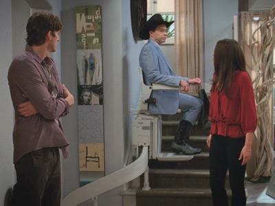 Two and a Half Men | 923 | Alan gets a stair lift